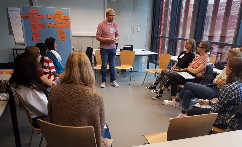 Unser Talent Pascal gibt seine Erfahrungen als Stipendiat an Kandidatinnen weiter.