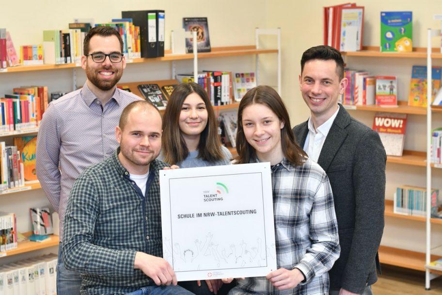 Das Heinrich-Heine-Gymnasium erhält die offizielle Auszeichnung als Talentscout-Schule