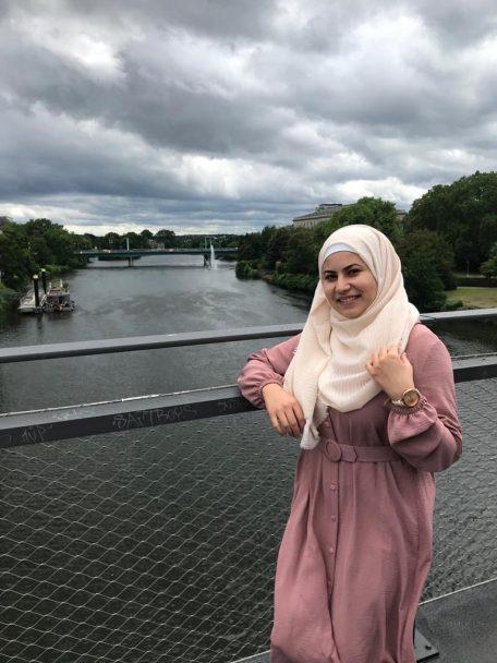 Noura nahm das Talentscouting regelmäßig wahr und freut sich, bald als Avicenna-Stipendiatin ins Medizinstudium einzusteigen.